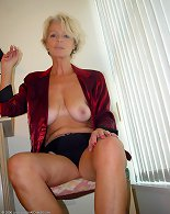 Smoking mature wants to get nude and nasty on cam